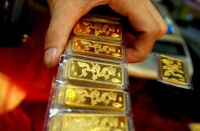 Dự thảo NHNN tham gia mua bán vàng miếng: Cân nhắc phản ứng phụ