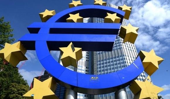 Kinh tế Eurozone tiếp tục chìm sâu trong suy thoái