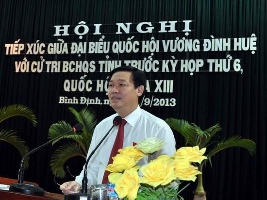 Trưởng Ban kinh tế Trung ương tiếp xúc cử tri tại Bộ Chỉ huy quân sự tỉnh Bình Định