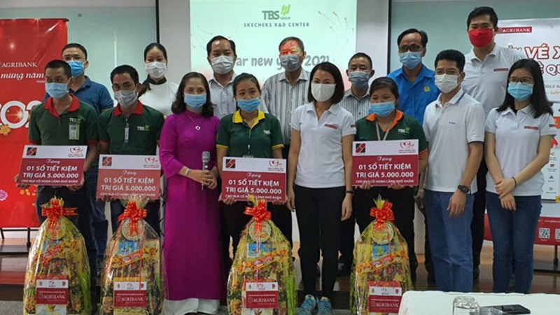 Agribank Bình Dương hỗ trợ công nhân có hoàn cảnh khó khăn đón Xuân Tân Sửu