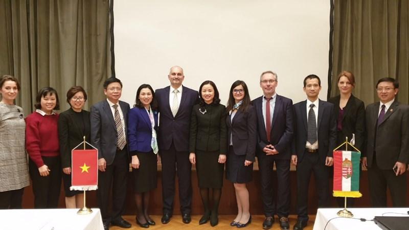 Kho bạc Nhà nước Việt Nam thăm và làm việc với Kho bạc Hungary