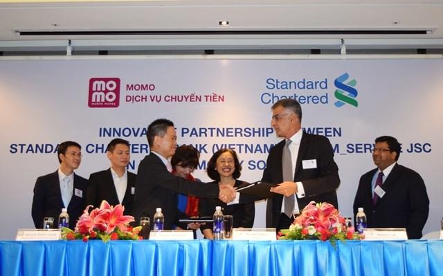 Standard Chartered triển khai dịch vụ ví điện tử trên di động