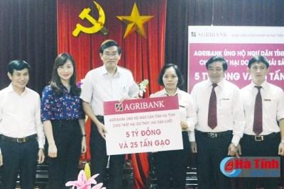 Agribank trao 5 tỷ đồng và 25 tấn gạo hỗ trợ ngư dân Hà Tĩnh và Quảng Bình