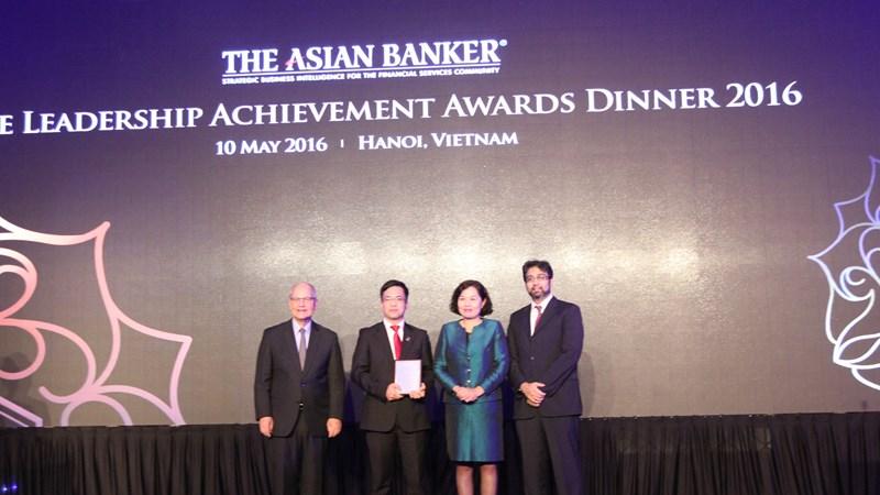 """The Asian Banker trao giải """"Dịch vụ tài chính vi mô tốt nhất Việt Nam 2016"""" cho Agribank"""