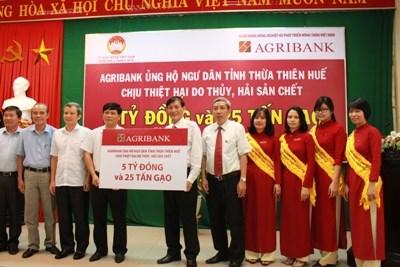 Trao 05 tỷ đồng và 25 tấn gạo ủng hộ ngư dân