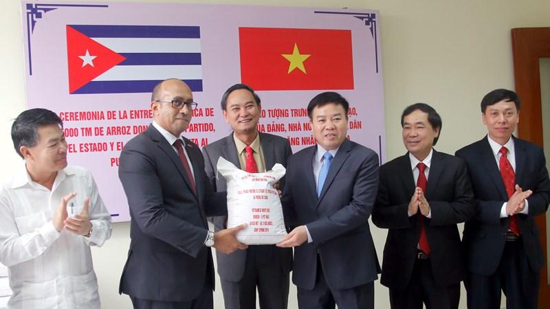 Việt Nam tặng 5.000 tấn gạo cho nhân dân Cuba