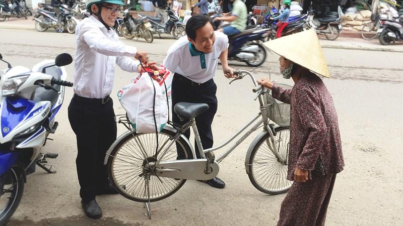 Kienlongbank trao gần 7.500 phần quà Tết cho gia đình khó khăn