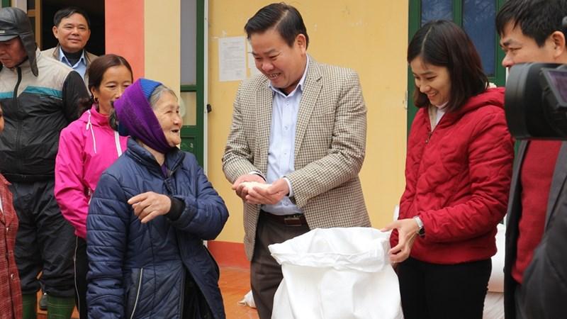 Gần 800.000 người dân nghèo được nhận gạo hỗ trợ của Chính phủ