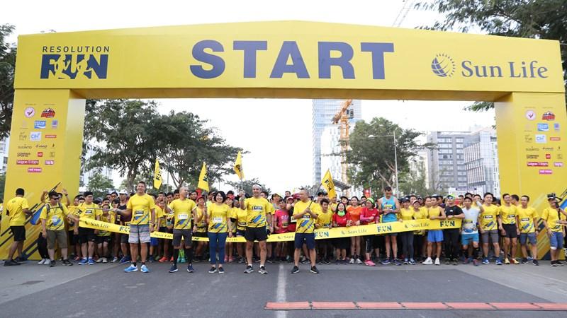 """Hơn 3.000 người tham gia đường chạy """"khởi đầu tỏa sáng 2019"""" cùng Sun Life Việt Nam"""