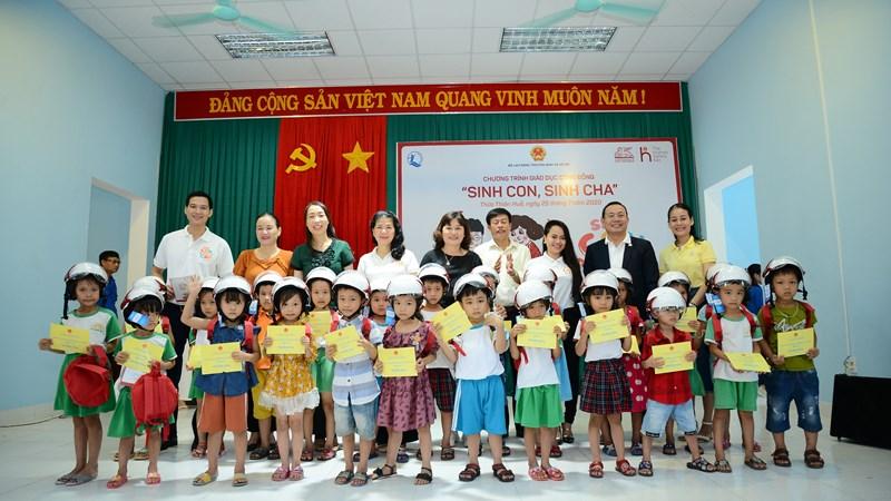 """Generali Việt Nam triển khai chương trình """"Sinh Con, Sinh Cha"""" đầu tiên tại miền Trung"""