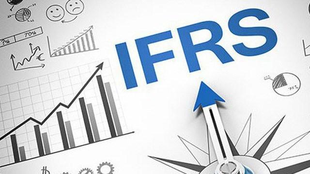 Các nhân tố ảnh hưởng đến việc áp dụng chuẩn mực báo cáo tài chính quốc tế tại Việt Nam