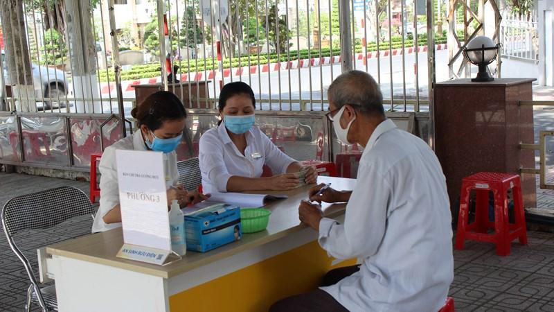 Chi trả kịp thời lương hưu, trợ cấp BHXH, BHTN tại một số tỉnh miền Trung, Tây Nguyên