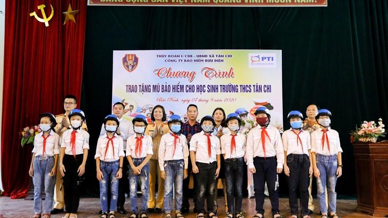 PTI trao tặng mũ bảo hiểm cho học sinh tỉnh Bắc Ninh