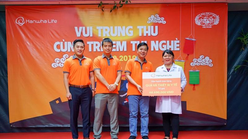 Hanwha Life Việt Nam trao 300 phần quà trung thu cho trẻ em khuyết tật tại TP. Hồ Chí Minh