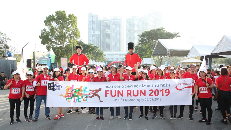 Hơn 800 tình nguyện viên của Prudential tham gia chạy bộ gây Quỹ Từ thiện Fun Run