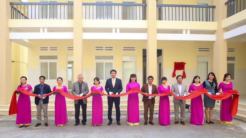 Hanwha Life Việt Nam trao tặng Phòng khám Khoa Nhi – Sản khoa tại tỉnh Đắk Lắk