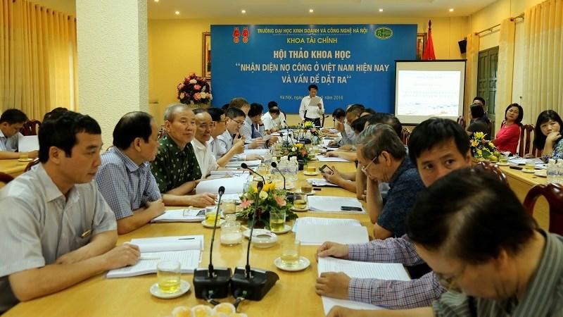Chuyên gia lo ngại nợ công ở Việt Nam tăng nhanh