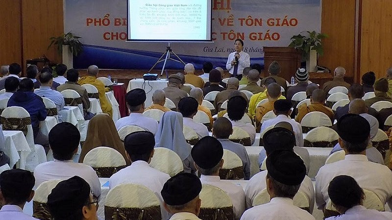 Phê duyệt Đề án bồi dưỡng cán bộ, công chức làm công tác tôn giáo