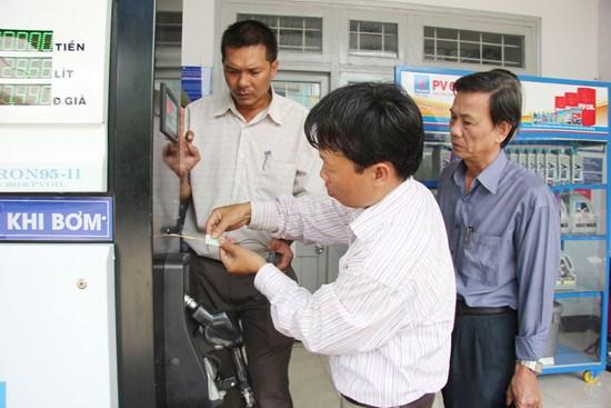 Cục Thuế TP. Hà Nội thành lập 61 đoàn dán tem niêm phong cột đo xăng dầu