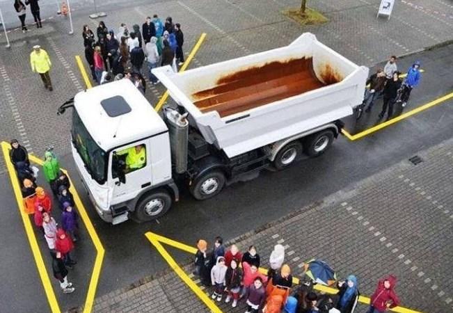 [Infographic] Những kinh nghiệm vàng để an toàn khi lái xe gần xe container