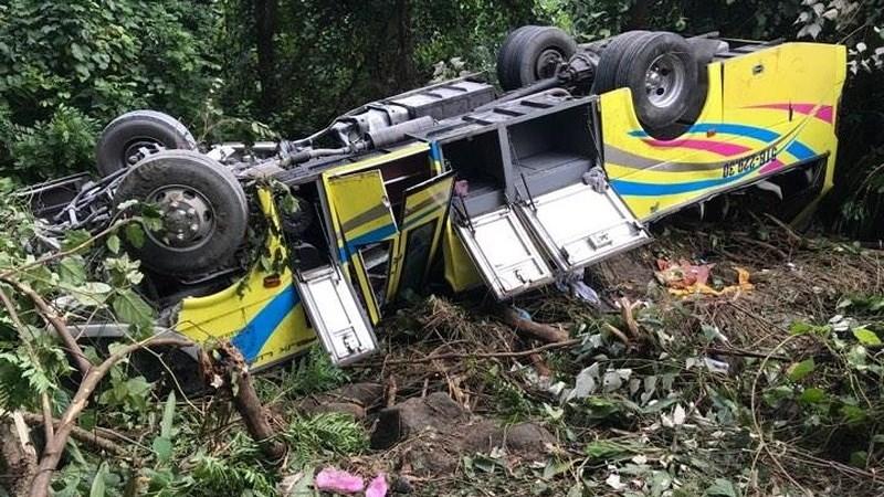 [Infographic] Xe khách rơi xuống vực ở đèo Hải Vân: 1 người chết, 21 người bị thương