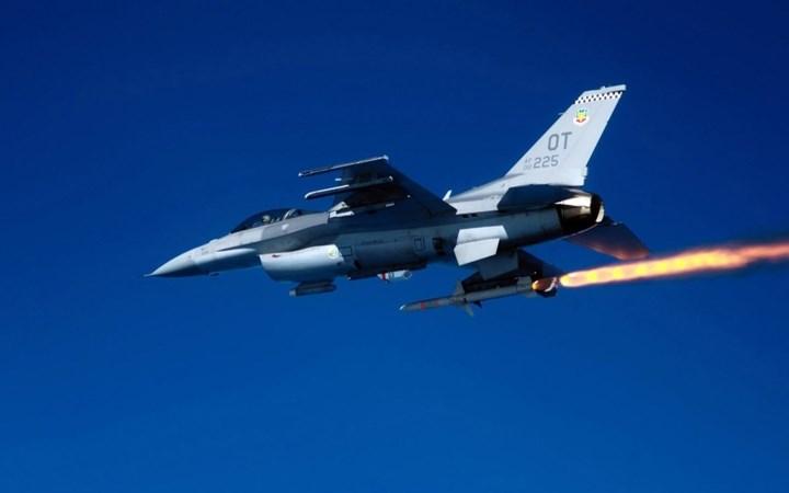 Tên lửa không đối không AIM-120 của Mỹ: