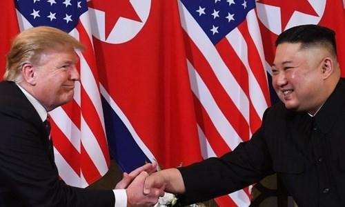 [Video] Cú bắt tay tại Việt Nam giữa hai lãnh đạo Mỹ - Triều