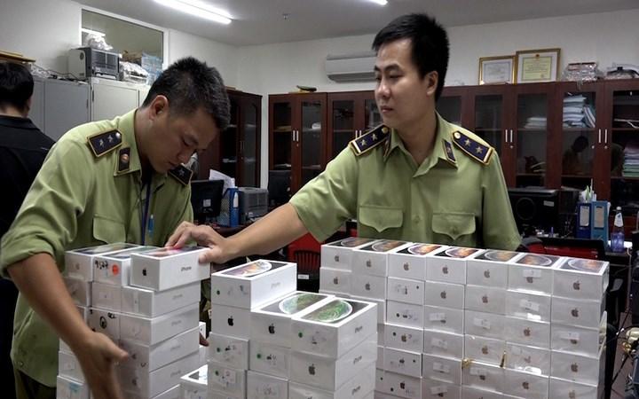 [Video] Lô hàng iPhone, iPad nhập lậu hơn 4 tỷ đồng ở Sài Gòn