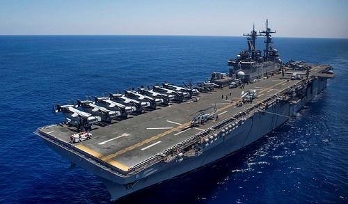 [Video] Lần xuất hiện gần bãi cạn Scarborough của tàu đổ bộ Mỹ