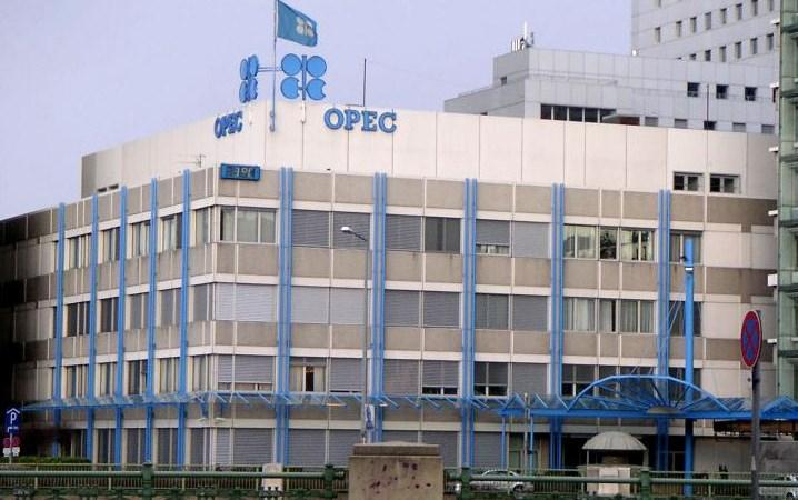 OPEC họp bất thường để ổn định thị trường dầu mỏ sau đà giảm giá
