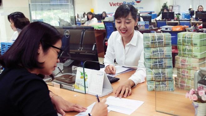 """Ngân hàng Việt """"hái quả ngọt"""" từ đầu tư ra nước ngoài"""