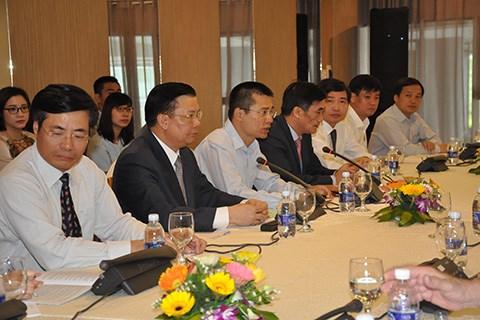 Bộ trưởng Đinh Tiến Dũng làm việc với các nhà tài trợ quốc tế