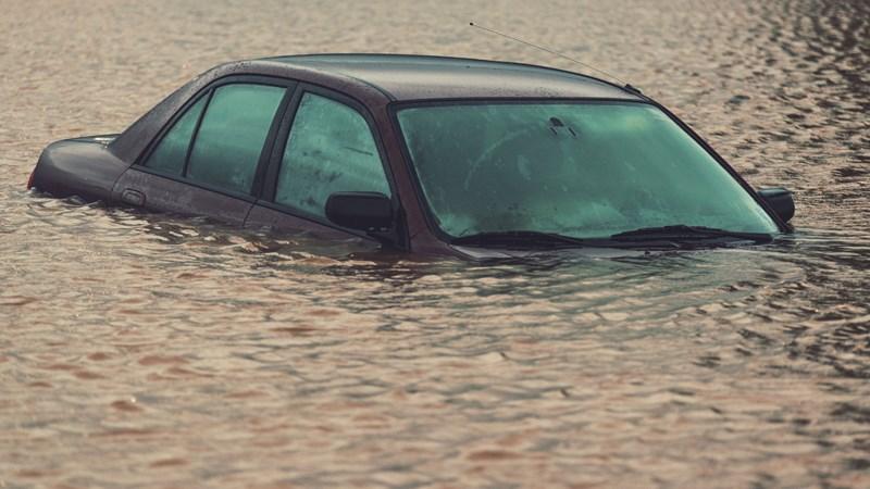 10 bước cần nhớ, thực hiện ngay khi ô tô ngập nước