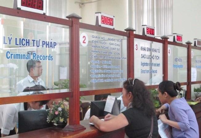 Miễn lệ phí quốc tịch dân di cư tự do vùng biên giới Việt - Lào