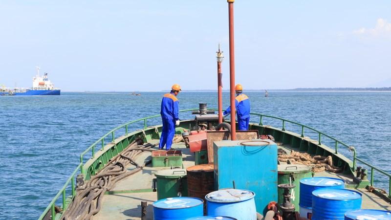 Chính sách thuế liên quan đến hoạt động tạm nhập tái xuất xăng dầu
