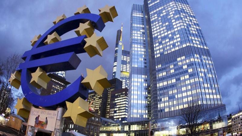 [Infographic] Châu Âu cắt giảm chi nhánh ngân hàng