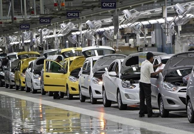 Bộ Tài chính giải đáp về thuế nhập khẩu linh kiện xe ô tô