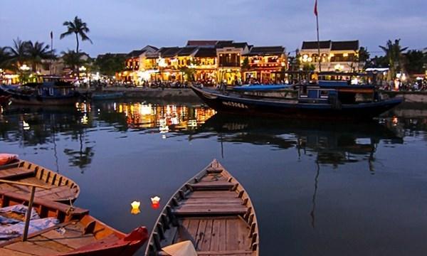 Việt Nam đẹp yên bình qua ống kính du khách Tây