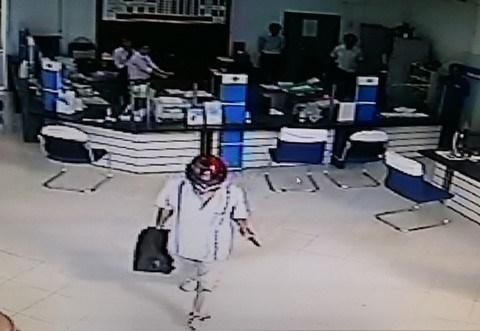 [Video] Cảnh sát điều tra vụ cướp ngân hàng táo tợn ở Vĩnh Long
