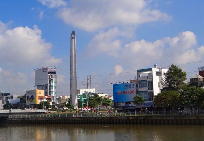 [Video] Bốn tháp cao như nhà 15 tầng ở Sài Gòn có công dụng gì?