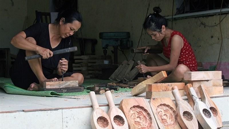 Nghề làm khuôn bánh Trung thu ở làng Định Quán