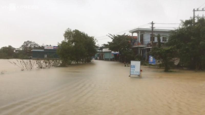 [Video] Mưa lớn khiến Thừa Thiên Huế ngập trên diện rộng