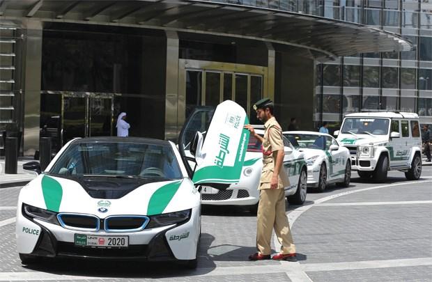 """Dàn """"xế khủng"""" của cảnh sát Dubai"""