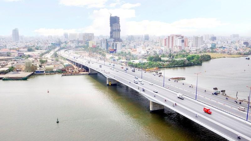 """[Video] 3 cây cầu """"giải cứu"""" cho hầm vượt sông Sài Gòn"""