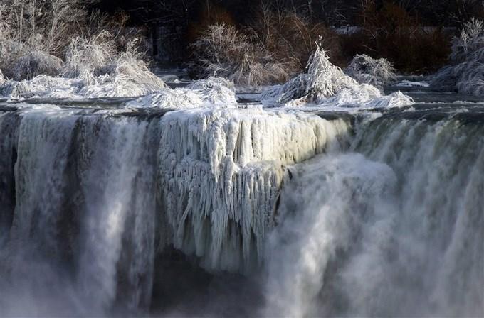 Thác Niagara hoá xứ sở thần tiên dưới trời -30 độ C