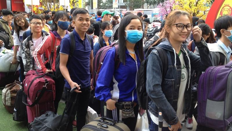[Video] Miễn phí vé xe cho 3.000 sinh viên về quê đón Tết