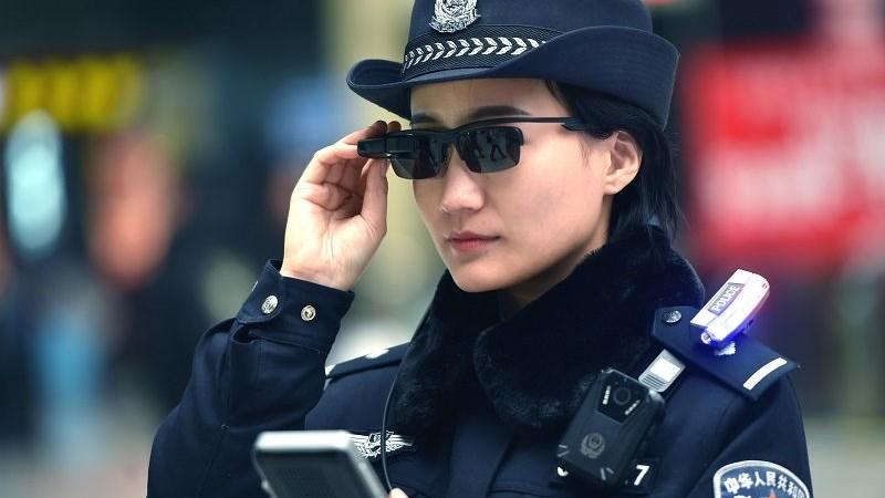 [Video] Trung Quốc: Kính râm giúp cảnh sát nhận diện tội phạm trong nháy mắt