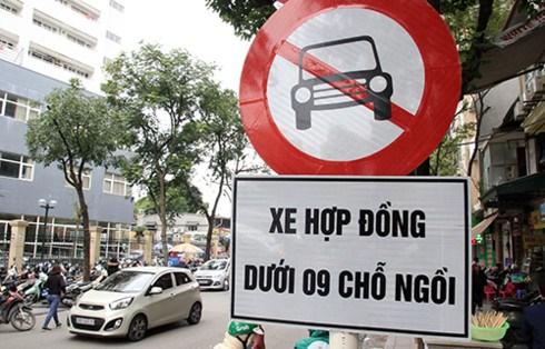 Chính thức đề xuất cấm xe Grab, Uber trên 11 tuyến phố Hà Nội