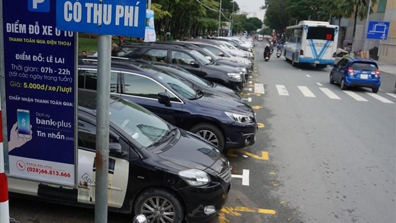 Đề xuất tăng thu phí xe ô tô tạm dừng đỗ trên lòng đường