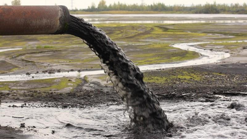 [Infographic] Xả thải vào môi trường nước sẽ chịu các mức phạt nào?